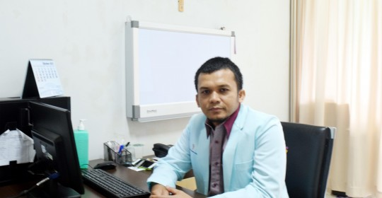 dr. Khomeini, Sp.B