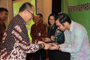 Semen Padang Hospital Raih Penghargaan dalam Anugrah Sistem Informasi Data Dosis Pasien (Si-INTAN) 2017